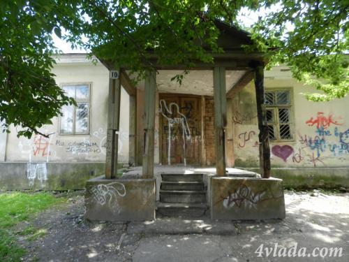 Будівлю в самому серці заповідника у Луцьку продали за безцінь і тепер вона… в руїнах